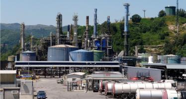 Sversamento di petrolio nel Polcevera (Genova), si lavora per evitare che arrivi al mare