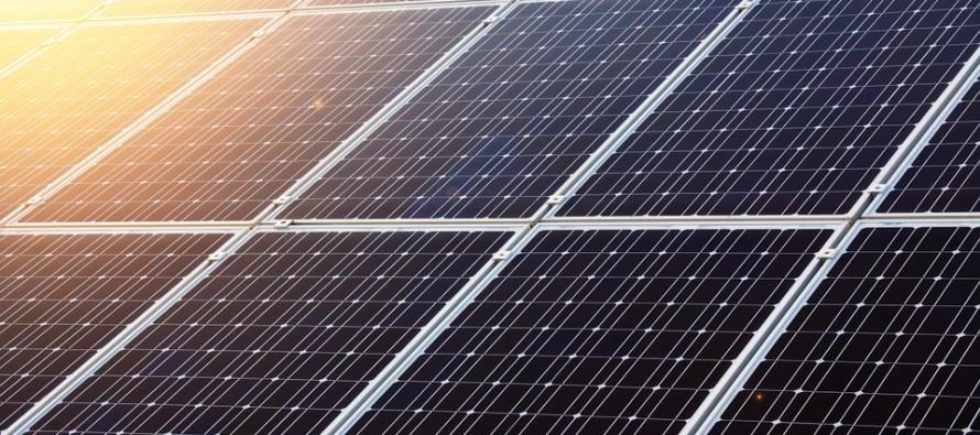 Il solare UK ha superato le centrali a carbone per un intero mese per la prima volta