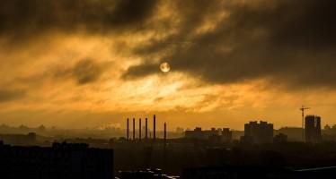 Città soffocate dall'inquinamento dell'aria. OMS: +8% di inquinanti negli ultimi 5 anni