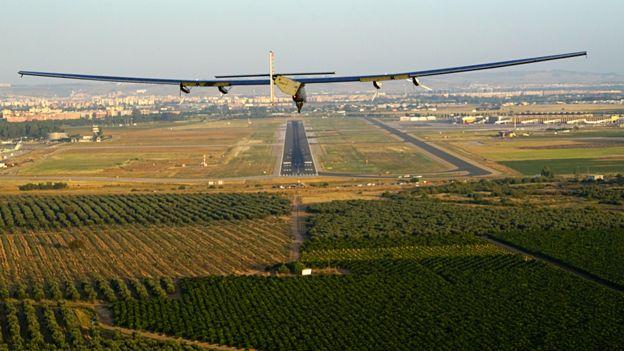 _90072422_solar_impulse_atlantic_landing_in_sevilla_revillard_8160