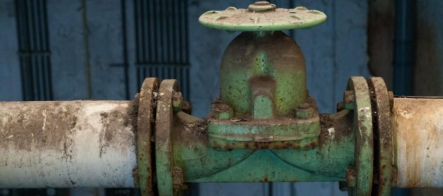 Petrolio, l'Opec taglia la produzione per far crescere i prezzi