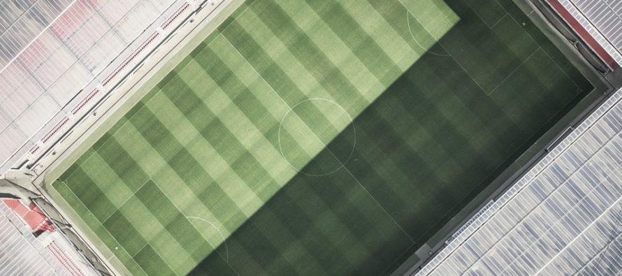 """Lo stadio di Amsterdam """"accende i riflettori"""" grazie a un sistema di batterie d'auto rigenerate"""